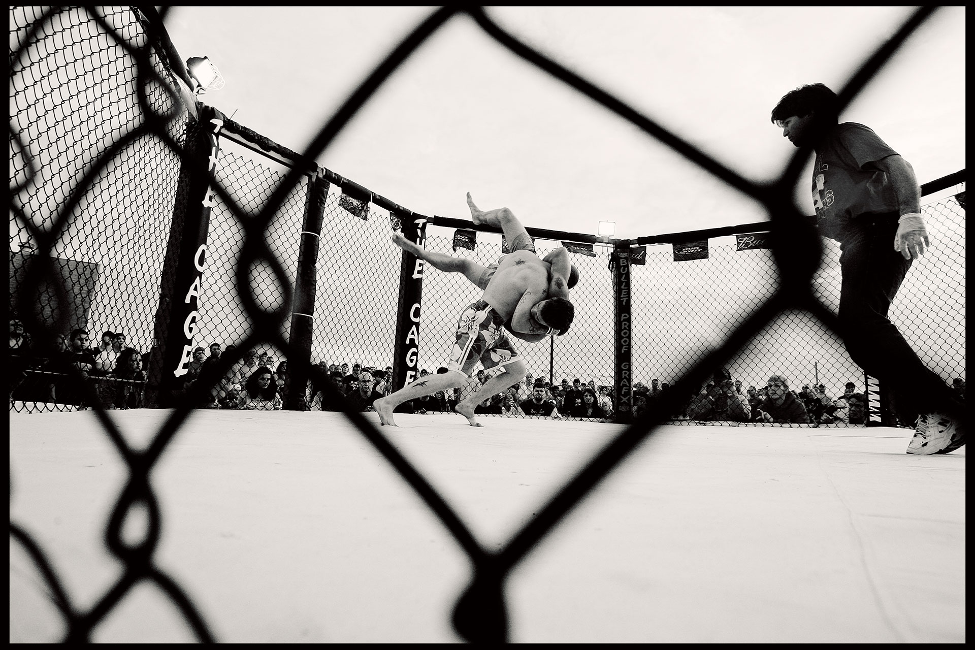 Cage-fighting-04